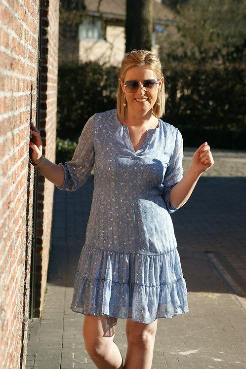 54485 Korte jurk in lichtblauw met glinsters Atmos