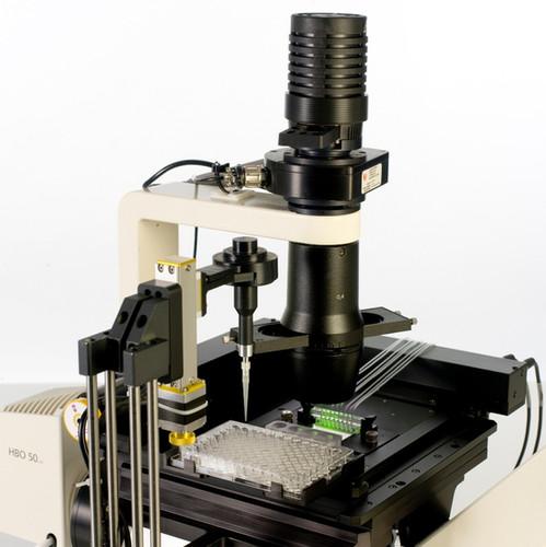 Vena8 Biochip with microscope_edited.jpg