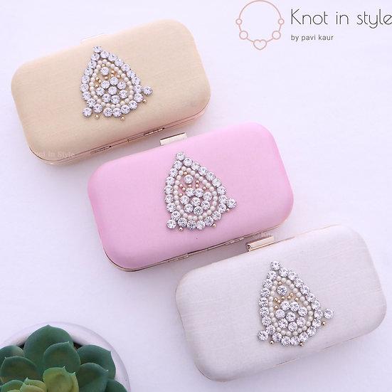 'Diamond' clutch