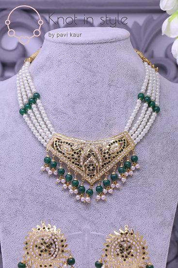 Jadau necklace set with studs (no tikka)