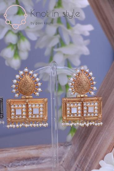 """""""CRADLE"""" Gold polish earrings set"""