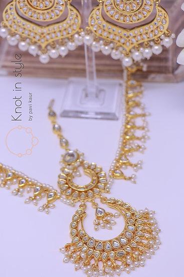 Kundan earrings set with matha patti