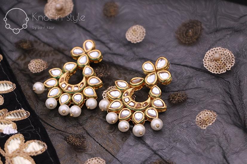 """""""ZURICH"""" kundan earrings/tikka set"""