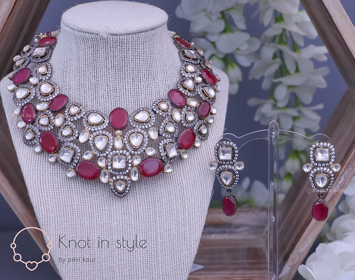 """LAMBOK"" Necklace set with earrings"