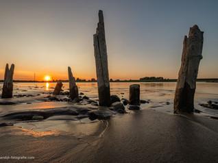 Zonsondergang bij rivier de Lek