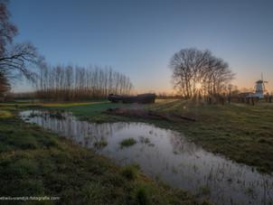 Mooie zonsopkomst bij molen De Vlinder: parel van de Betuwe