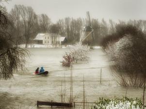 Hoogwater bij Korenmolen De Hoop Rijswijk (Gelderland)