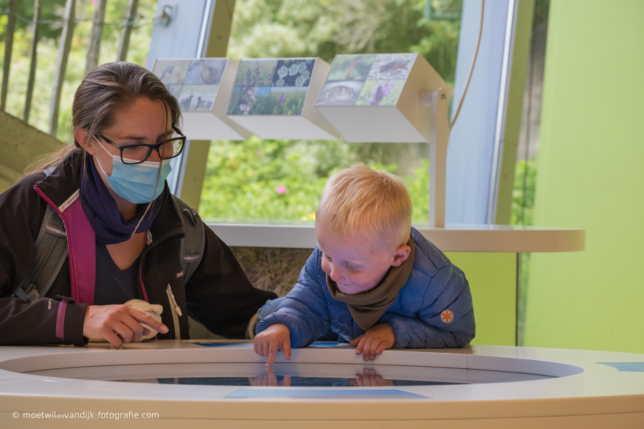 In het bezoekerscentrum De Hoep in Castricum van waterleidingbedrijf PWN kom je alles te weten over het zuiveren van water en de Noord-Hollandse duinen.