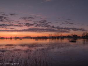Mooie zonsopgang bij veerpont