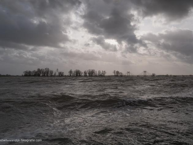 Hoog water bij Echteld PW-Alexanderbrug