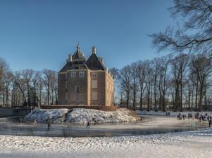 Nostalgie: schaatsen op de slotgracht bij kasteel Soelen