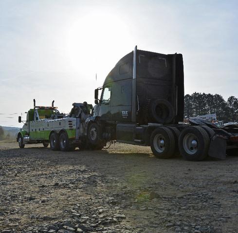 Semi-Truck-Wrecker-Towing