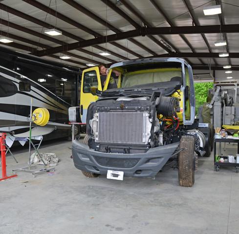 Auto-Body-Shop-Heavy-Duty-Big-Truck