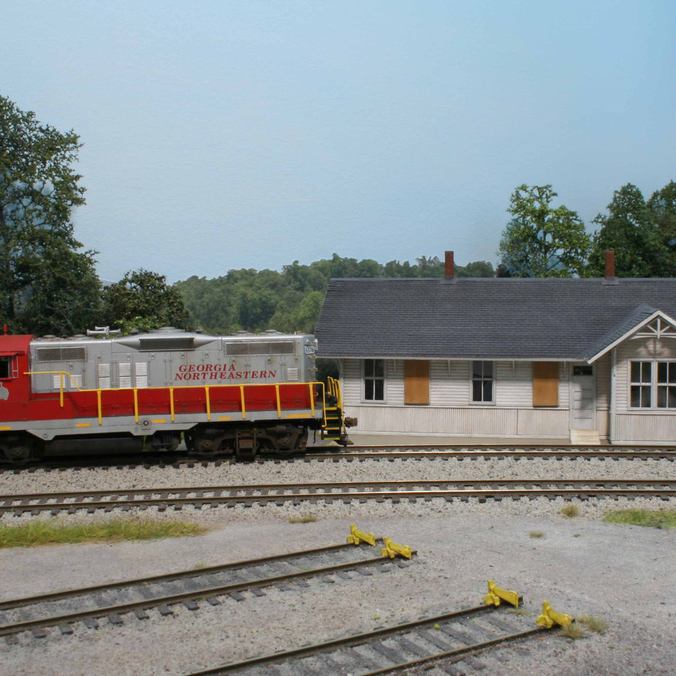GNRR GP9 #6576 rolls past the boarded up and vacant Tate Depot.