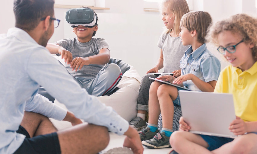 Male teacher teaching a group of students with the VR headset