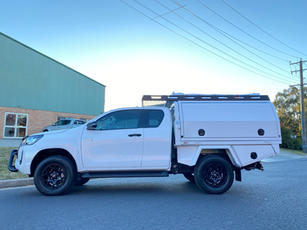 Hilux V5 + Canopy