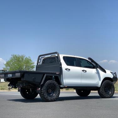 V4 Toyota Hilux