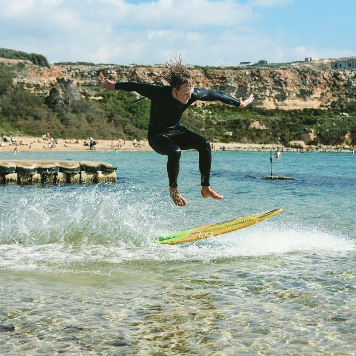 Skimboard tricks in Malta