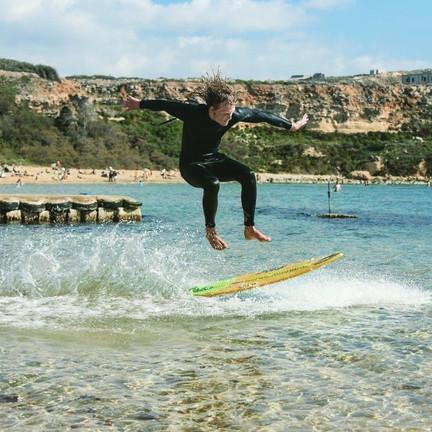 Skimboard tricks in Malta