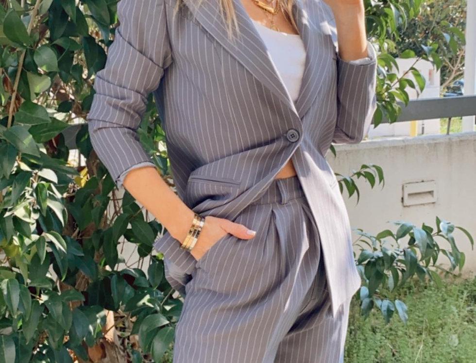 Γκρί κοστούμι