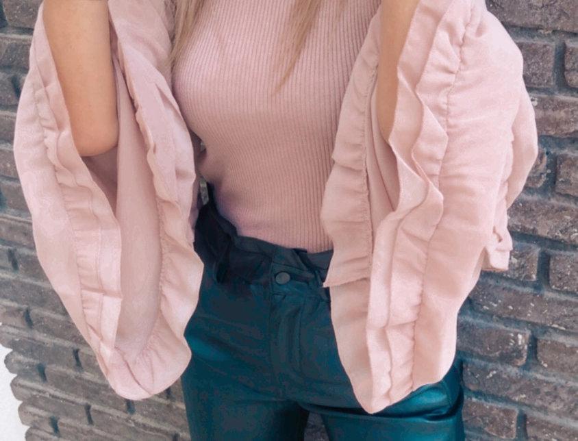 Μπλούζα ροζ nude με βολάν μανικια