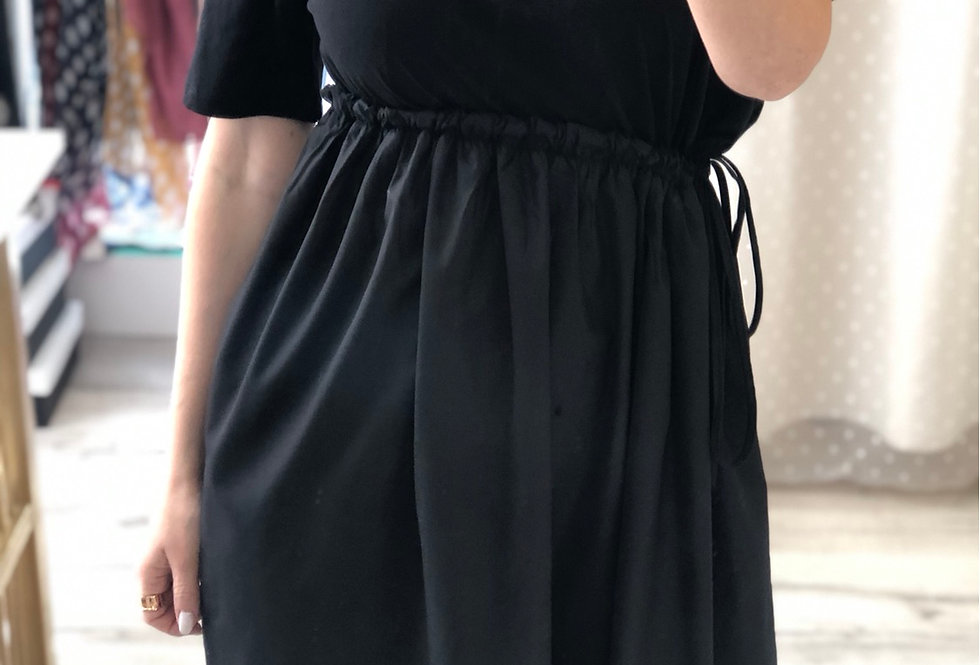 Φόρεμα με κολιε