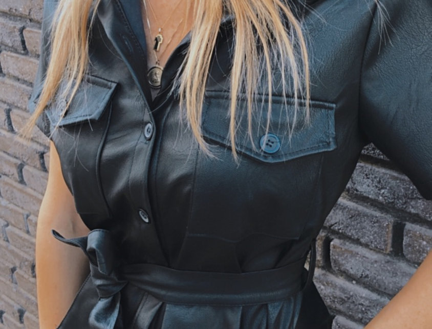 Φόρεμα δερμάτινη με κουμπιά