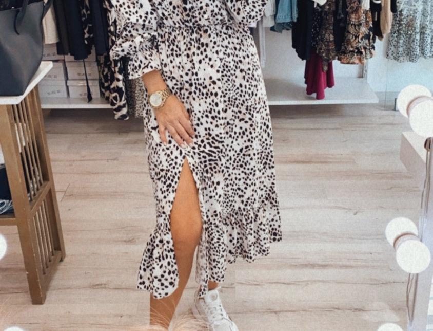 Φόρεμα μπεζ με σκίσιμο