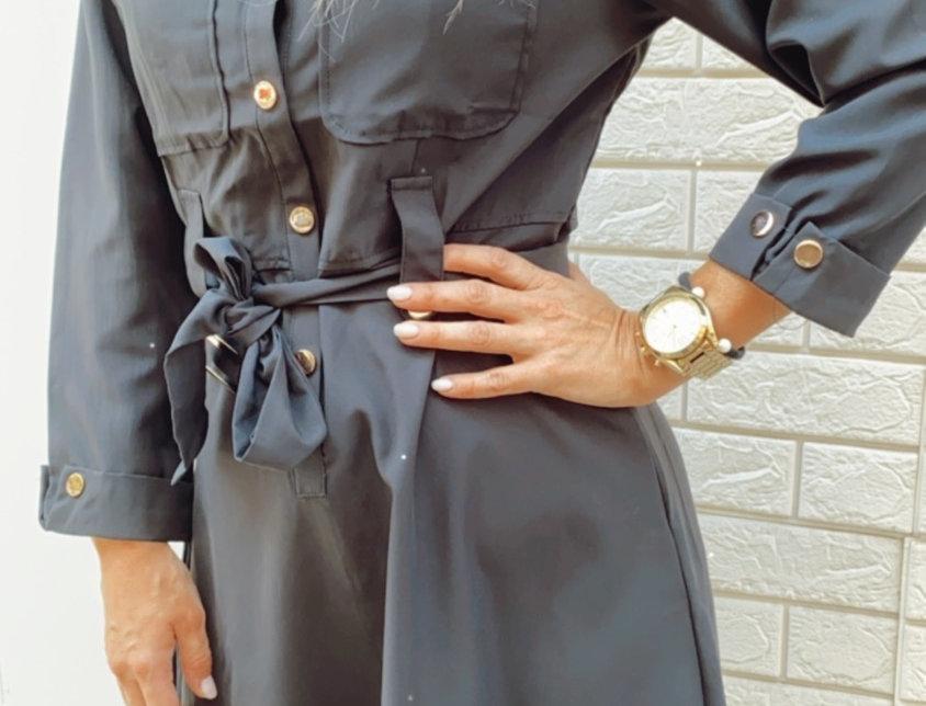 Φόρεμα μαύρο με χρυσά κουμπιά