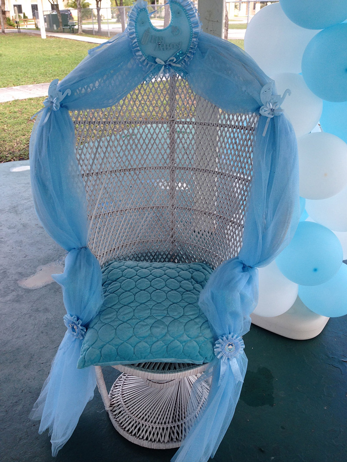 Baby shower chair - Baby Shower Chair Rental