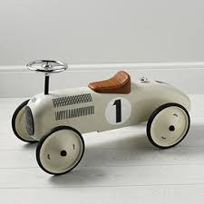 Have fun on this vintage style ride on