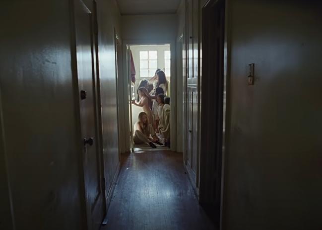 Niños en el baño con Rosalía video TKN