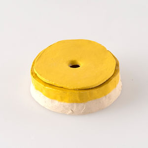 Cendrier jaune, diamètre environ 8,5 cm