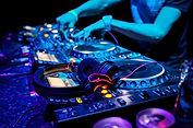 CD-DJ-2016-billboard-1548.jpg