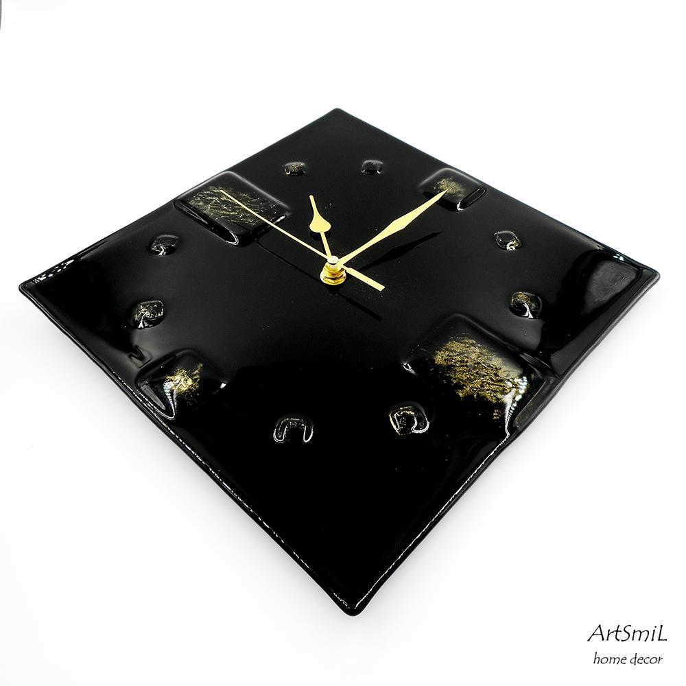 Часы черные с золотом