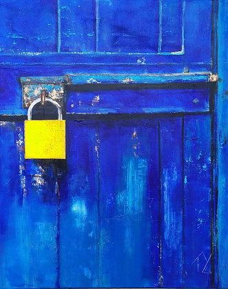 Peinture abstraite porte bleu jaune gros plan