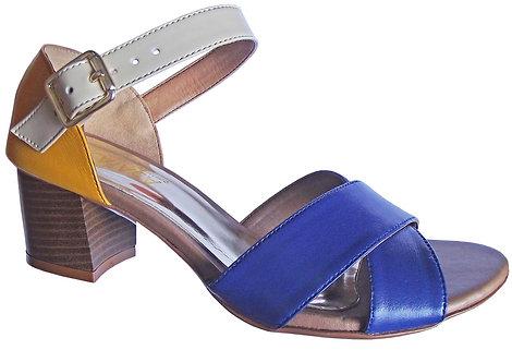 Modelo 2024 sandália feminina em couro