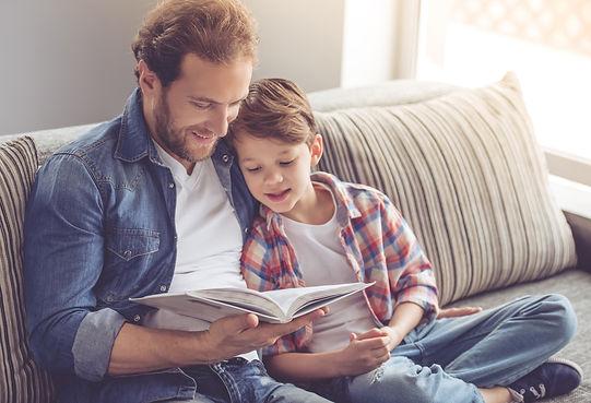 padre-e-hijo-leyendo.jpg