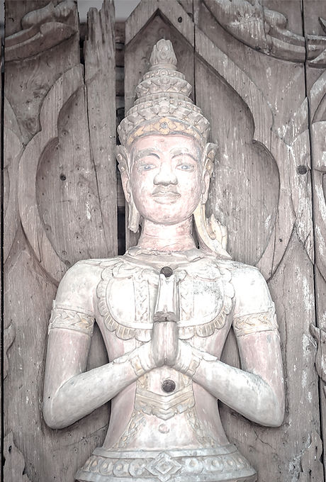 Figure d'un Deva Joignant les mains