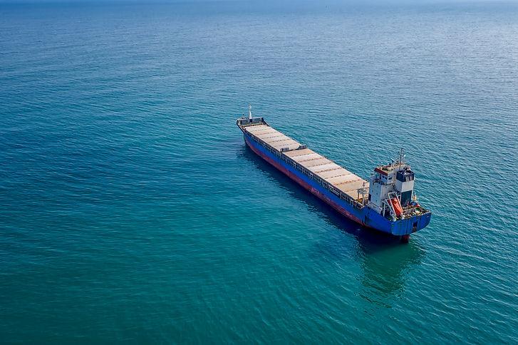 ship-at-sea-4CAKYBW.jpg