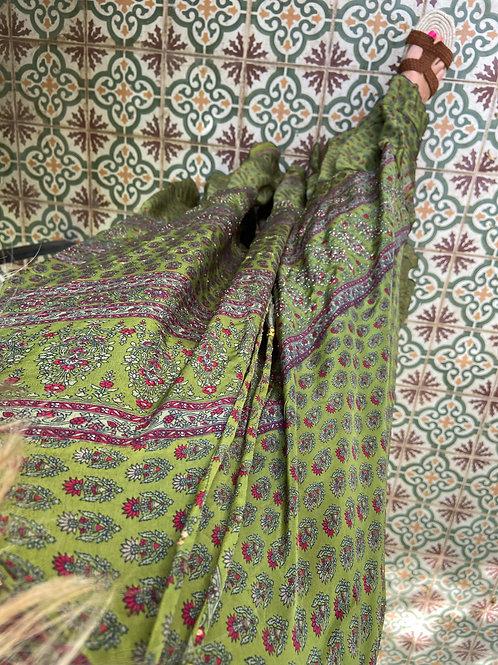 Vestido largo verde detalles