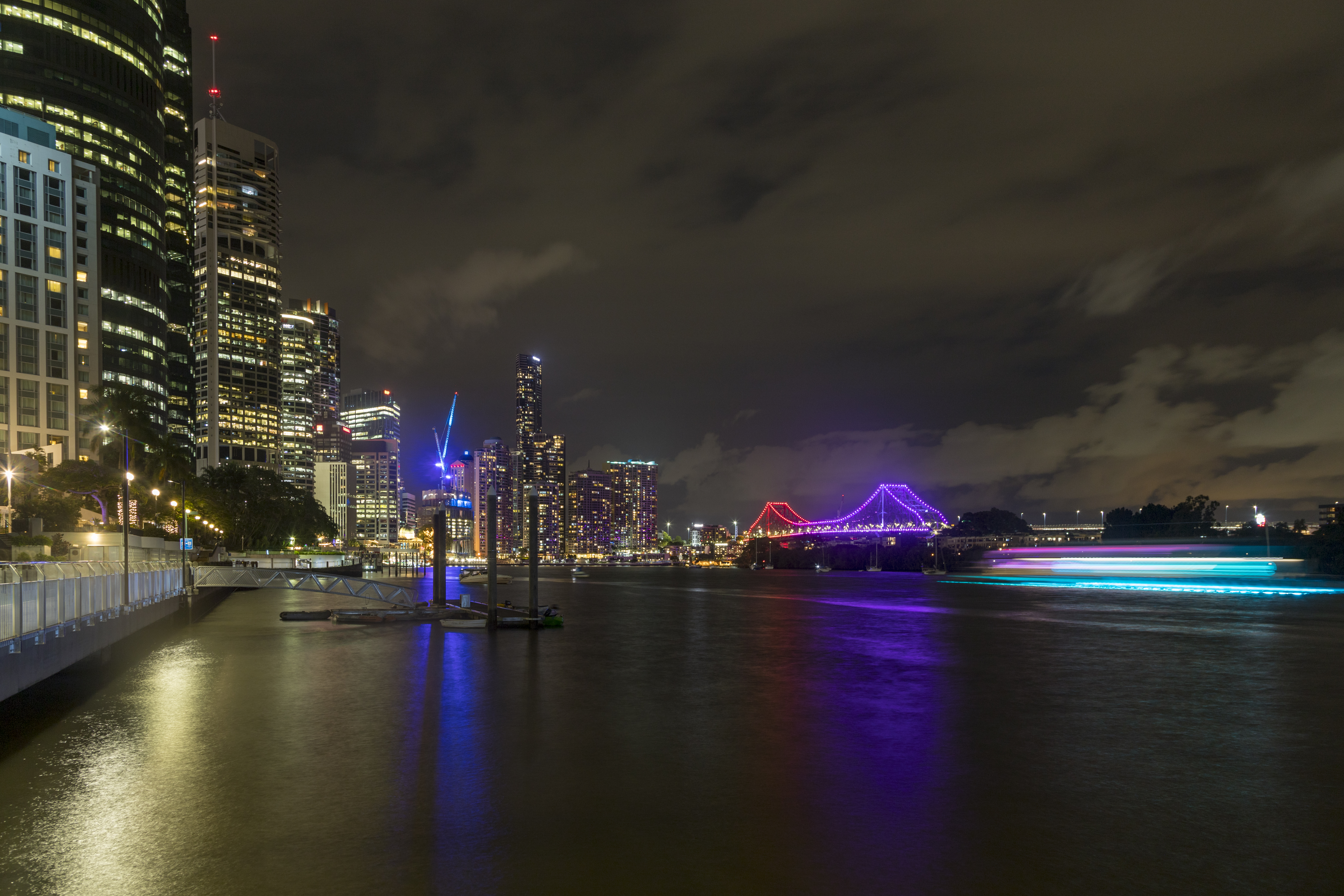 Story Bridge in the distance, from Gardens Point Boat Harbour