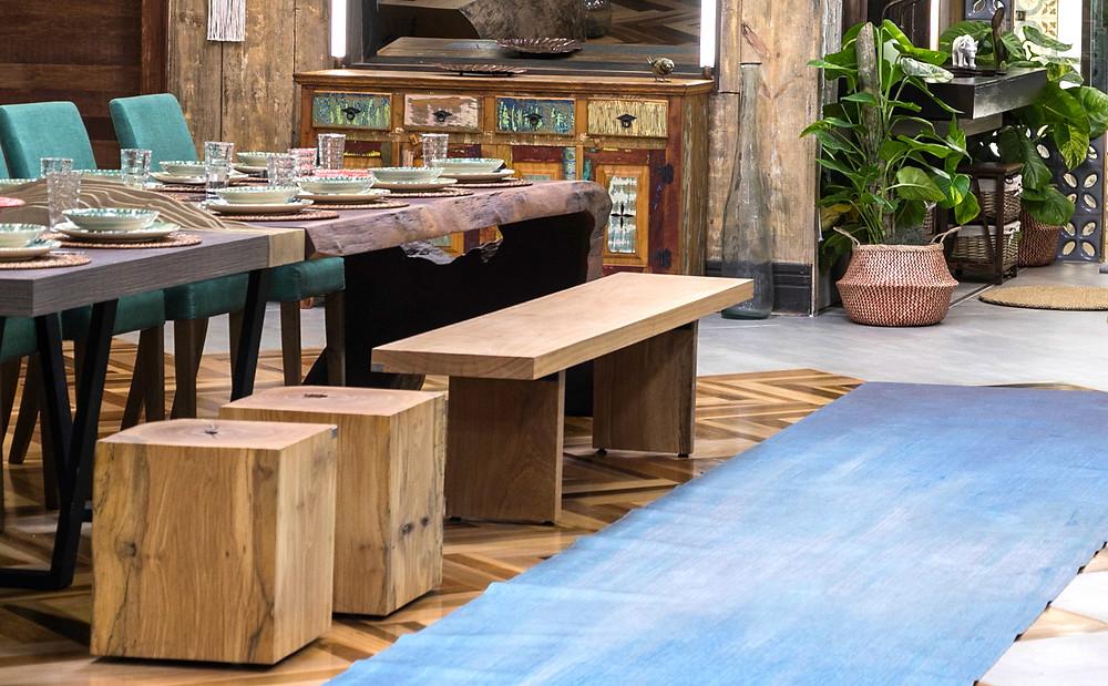 Bancos em madeira maciça de Pequiá modelo bloco e simples