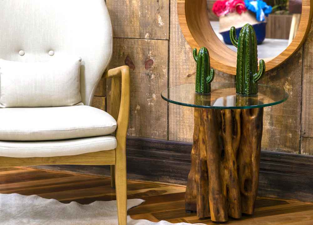 Mesa lateral em madeira de maciça de Guarantã com tampo em vidro