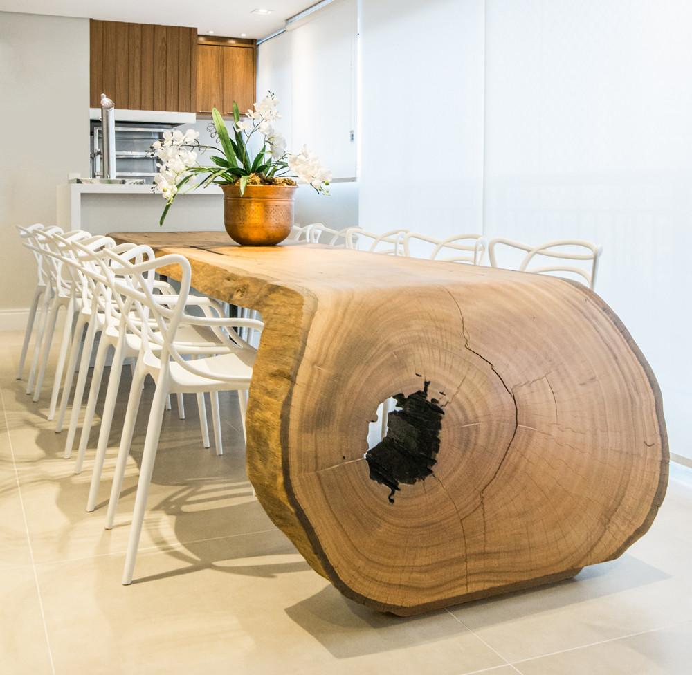 Mesa curva de jantar em madeira maciça de Pequiá ArboREAL