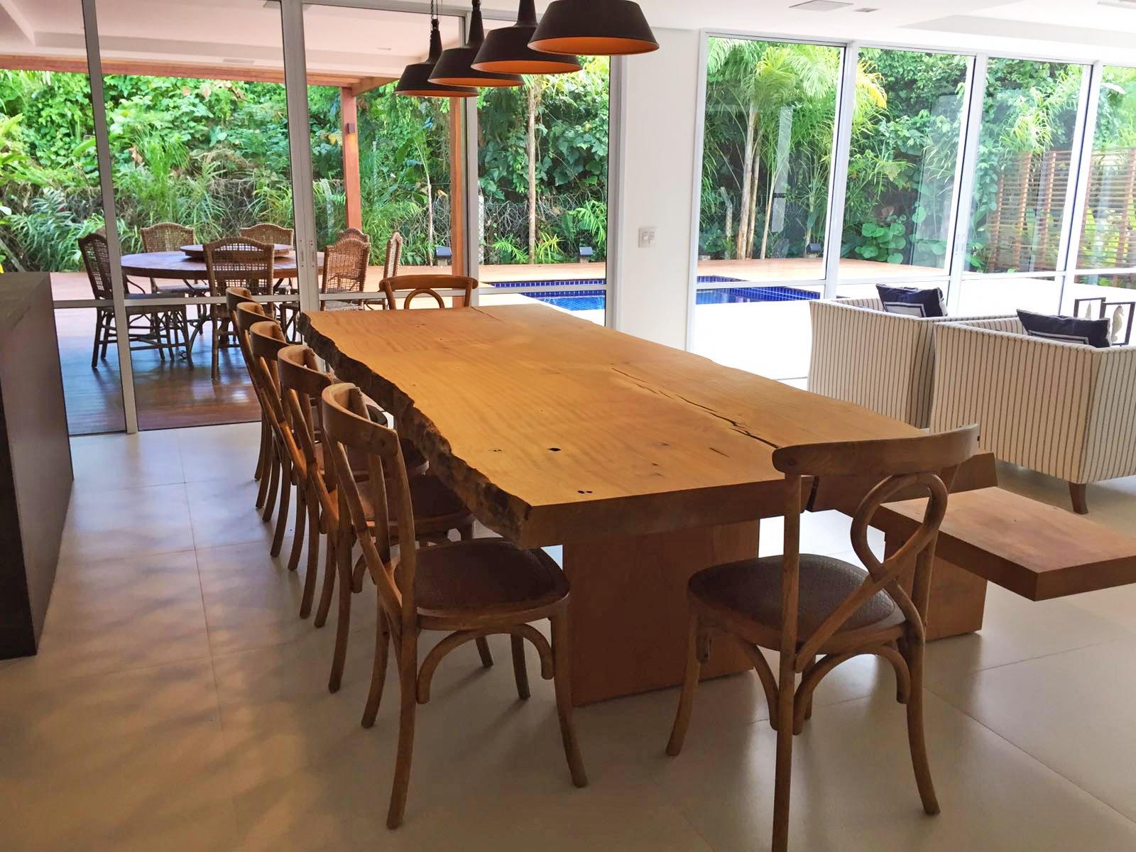Mesa de Jantar com pés em Madeira