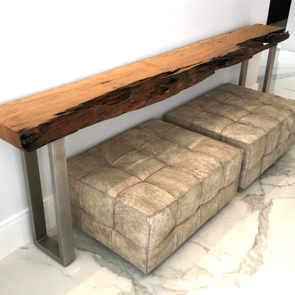 Aparador em madeira maciça de Pequiá com borda orgânica e pés em aço inox ArboREAL