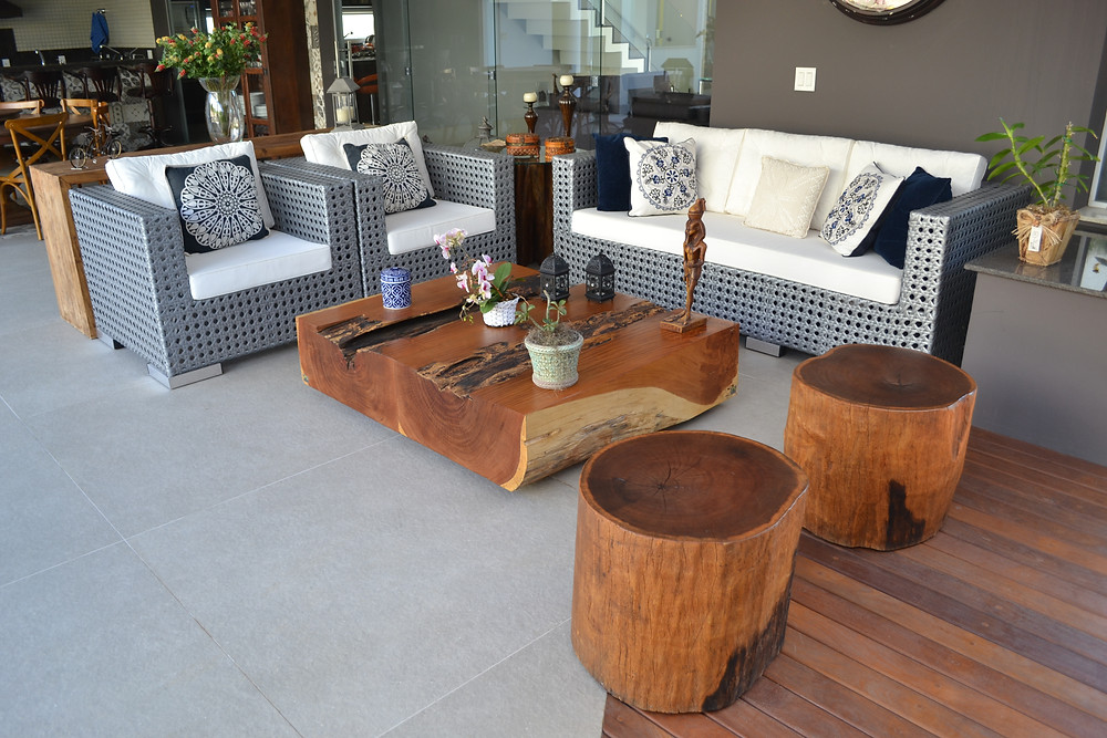 Mesa de centro e bancos em bloco em madeira maciça de Garapeira ArboREAL