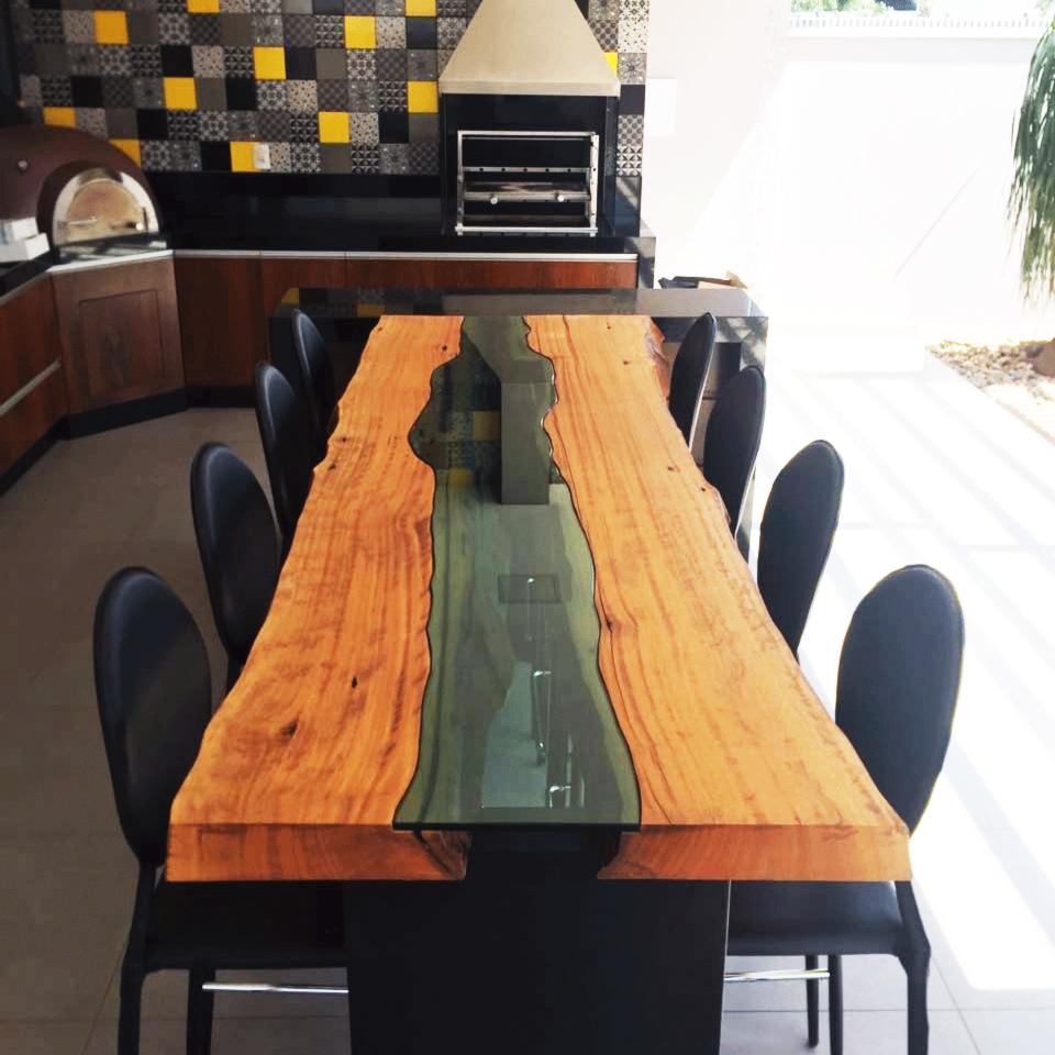 Mesa de madeira maciça com vidro