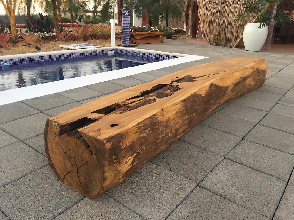 Móveis em madeira e tronco natural é especialidade da ArboREAL.